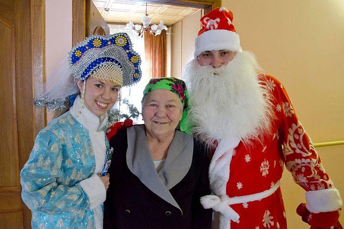 Новый год для бабушек сценарий