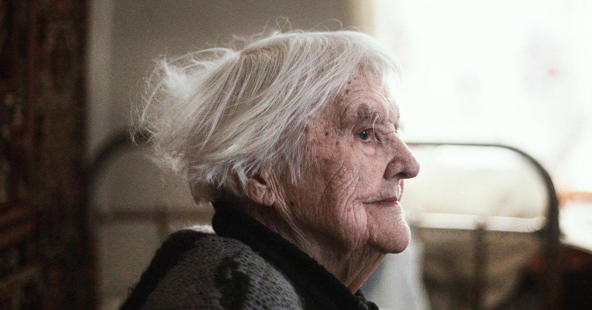 одинокие пожилые люди фото управления оружием